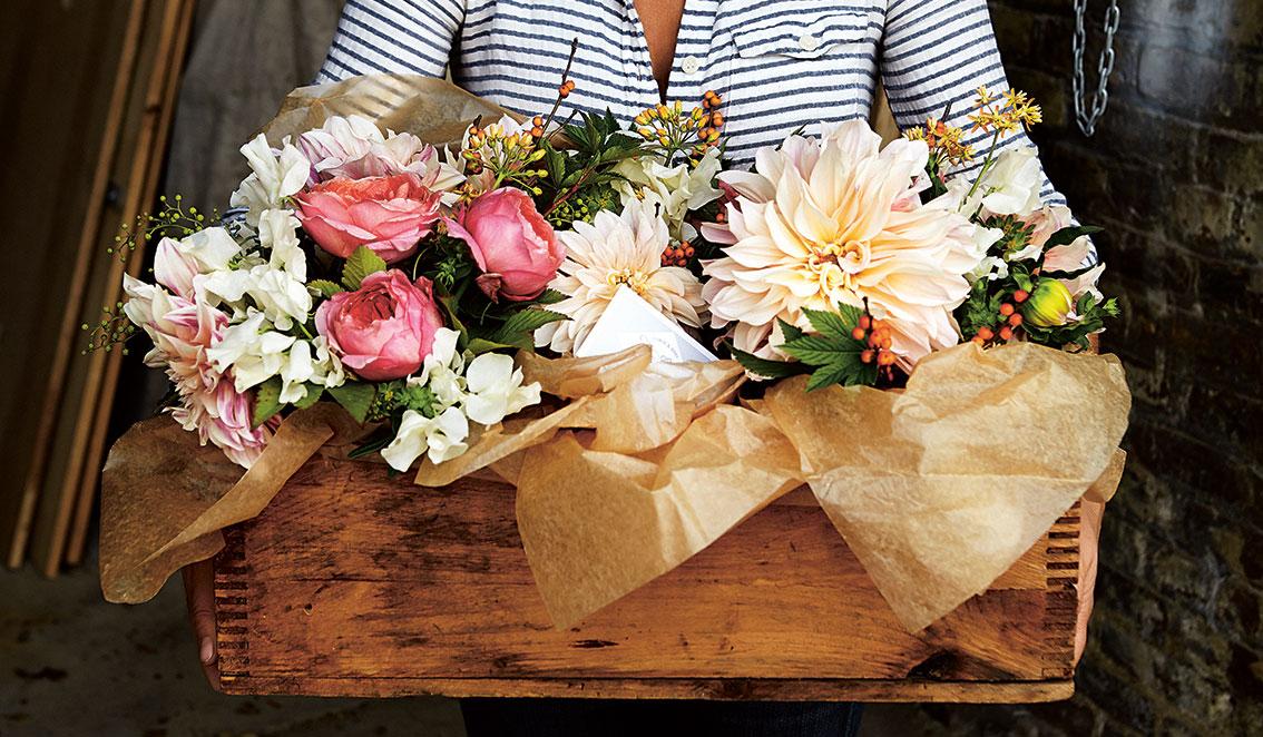 Handpicked: Simple, Sustainable, and Seasonal Flower Arrangements Ingrid Carozzi